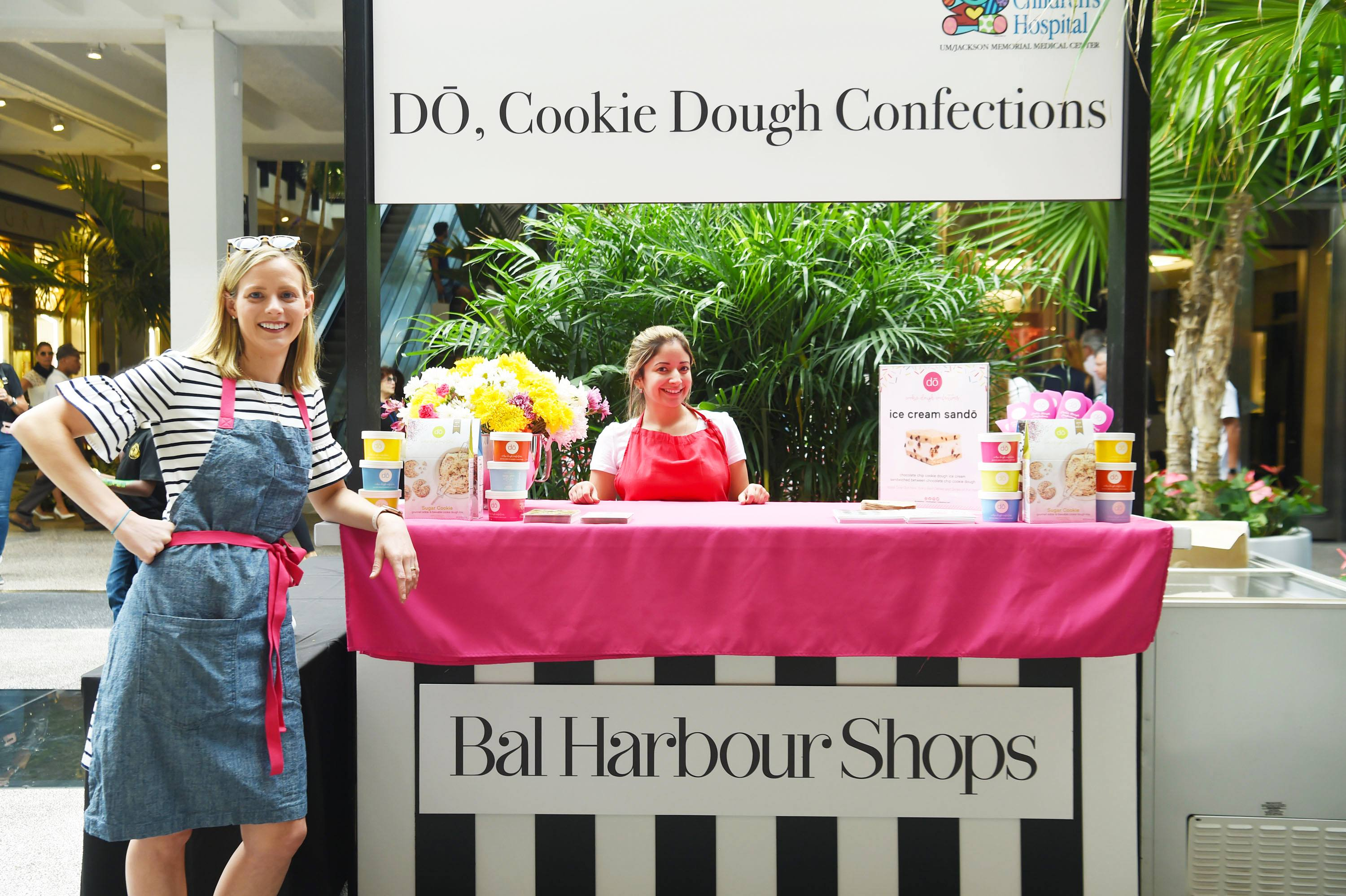Founder of DŌ, Cookie Dough Confections, Kristen Tomlan served guests her signature Ice Cream SanDŌwich