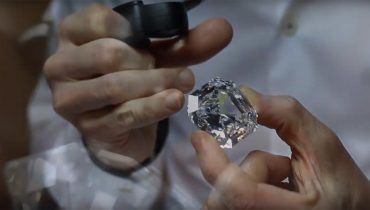World's Largest Square Emerald Cut Diamond: The 302.37ct Graff Lesedi La Rona