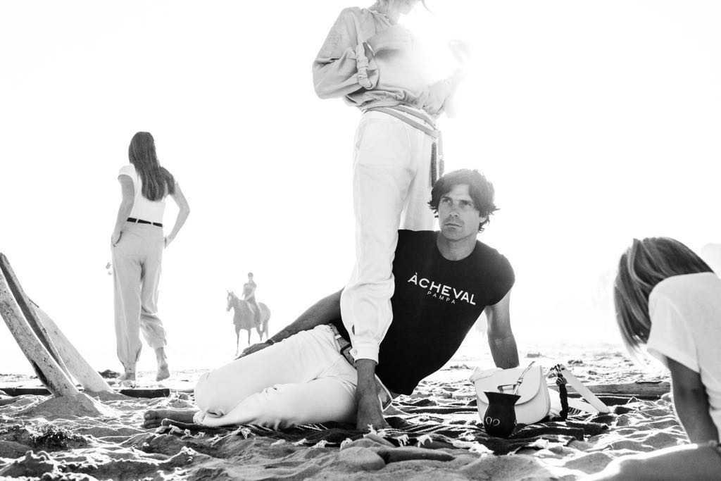 Delfina Blaquier and Nacho Figueras posing in the sand featured in VANITY FAIR Spain