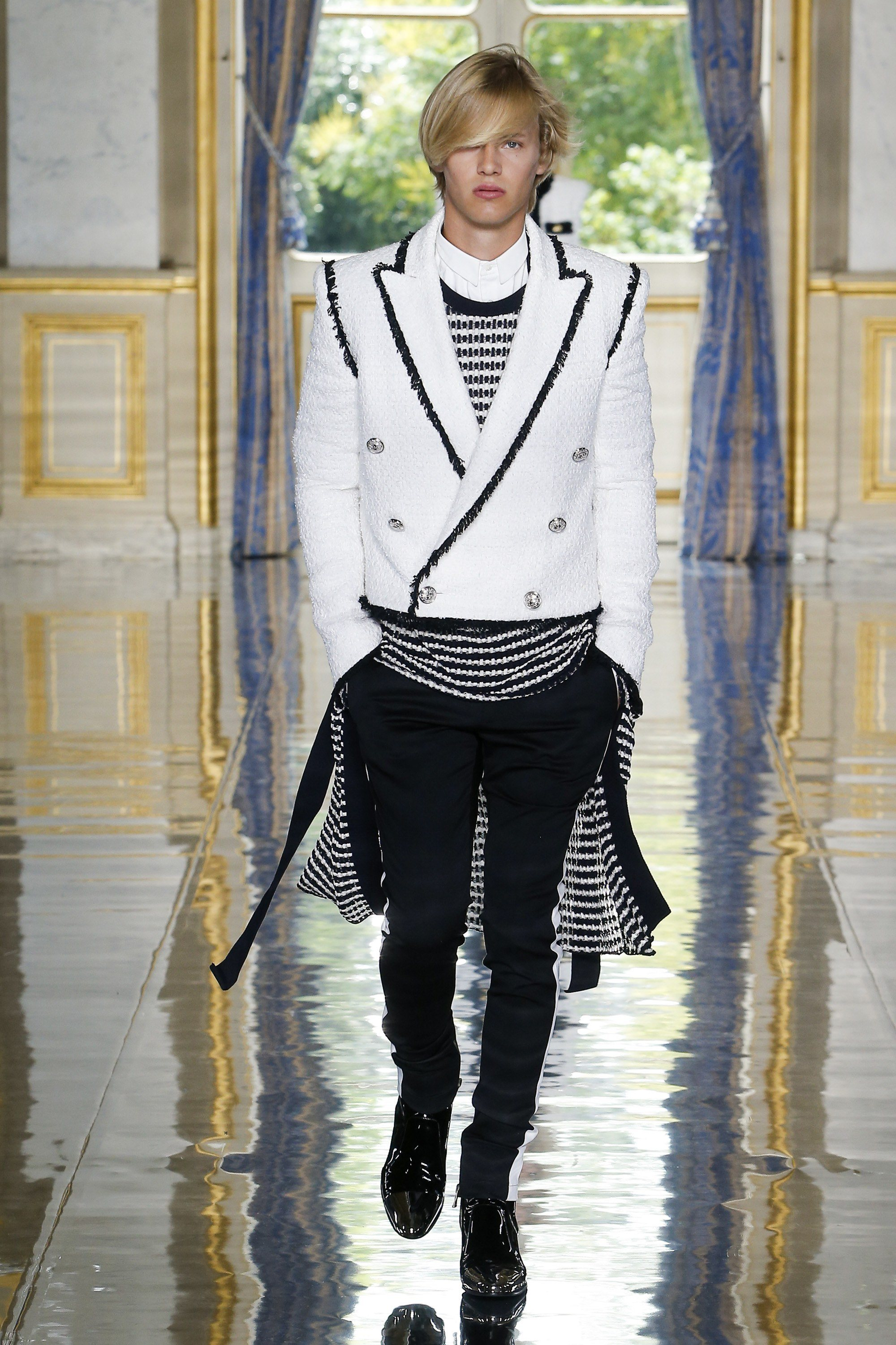 Balmain Spring 2019 Runway Double-Breasted Jacket trend