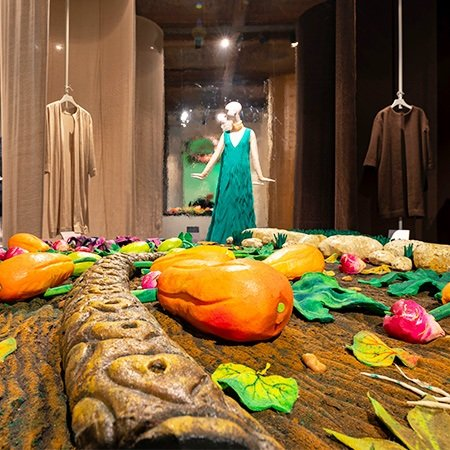 The Sustainable Thinking exhibition at Museo Salvatore Ferragamo explores Ferragamo sustainability from the pioneering spirit of the brand's founder Salvatore Ferragamo in his revolutionary use of natural, recycled and innovative materials