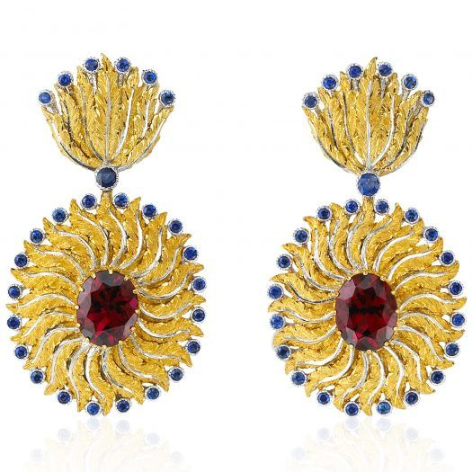As fans slighlty opening to refresh a woman's face, these earrings are formed of yellow gold leaves with central white gold venations and the borders are dotted with blue sapphires giving movement and elegance.