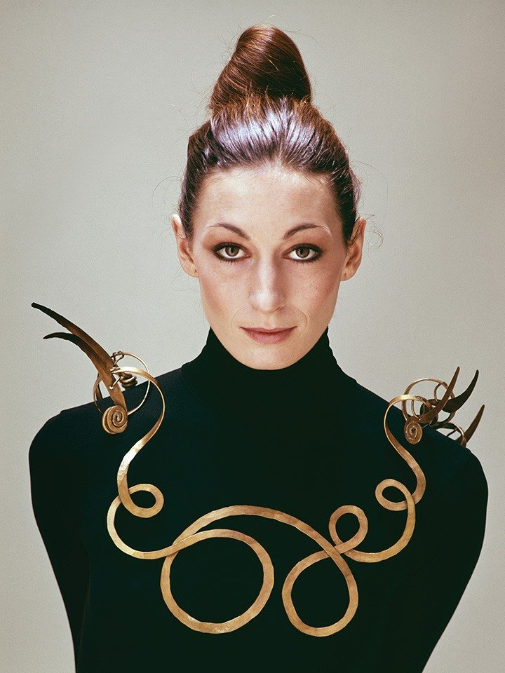 Angelica Huston. Photo credited to Getty Images/Evelyn Hofer.
