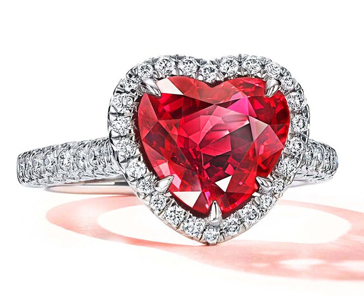 Tiffany & Co. Ring in platinum with an unenhanced ruby of over 3 carats and diamonds