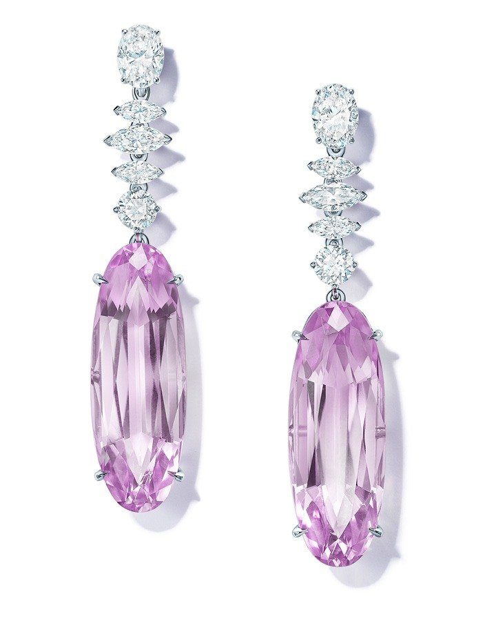 Earrings in platinum with kunzites and diamonds from the Extraordinary Tiffany 2020 High Jewelry Collection.