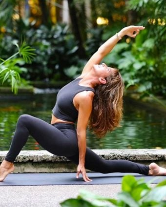 Shayne Cohen leads a weekly Vinyasa yoga class on Mondays at 9:30am in the Bal Harbour Shops Level 3, Outdoor Center Square. Photo by Andrea Cespedes.