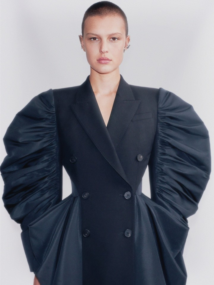 A look from the Alexander McQueen Spring Summer 2021 collection.