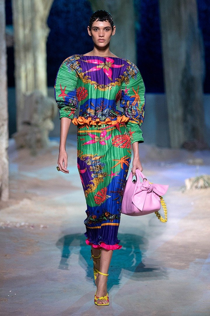 Multicolour Puff-Sleeve Printed Plissé Top and green midi pleated skirt from Trésor de La Mer VERSACE Spring Summer 2021 collection.